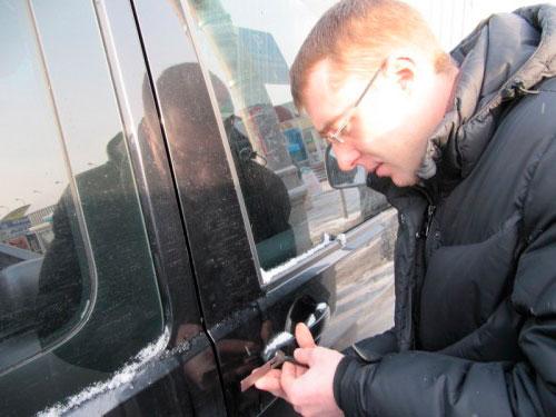 Вскрытие дверей автомобиля 3